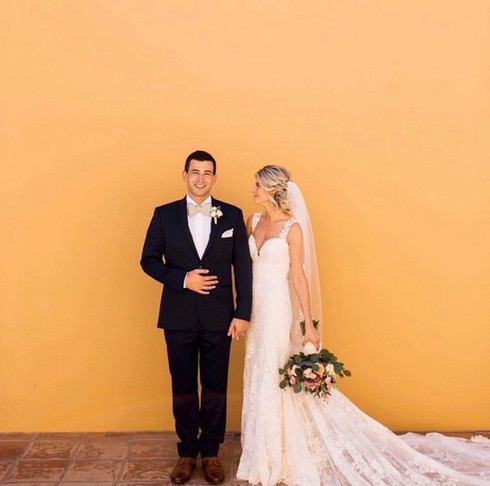 Destination wedding in Mexico. Bridal makeup and hairstyle.