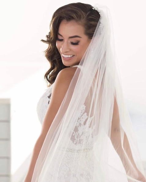 bride veil hairstyle waves curles