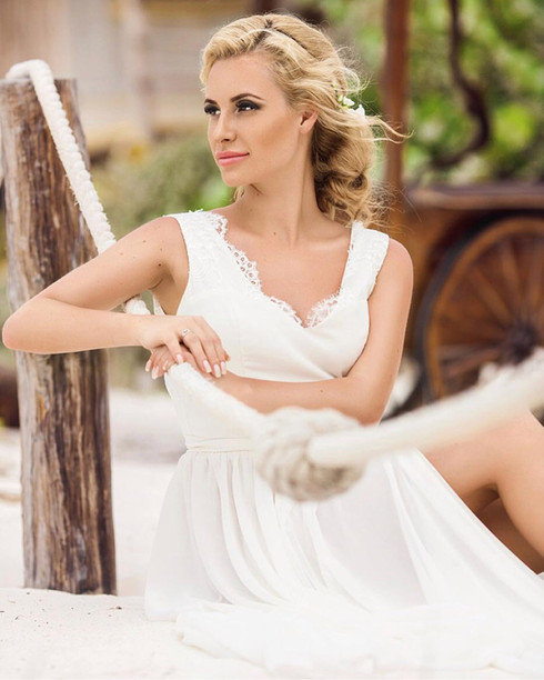 Bridal hair and makeup by Alesia Solo.