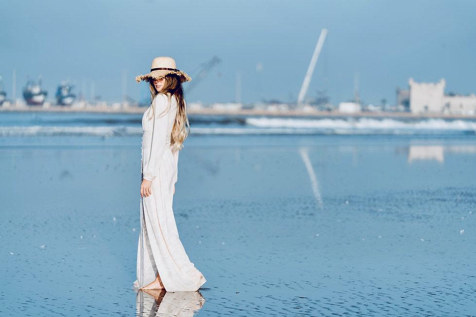 natural beach makep hat long dress
