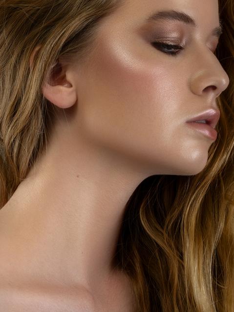 editorial makeup artist Paris glow makeup
