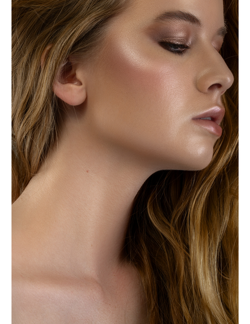 beauty model glowy makeup paris