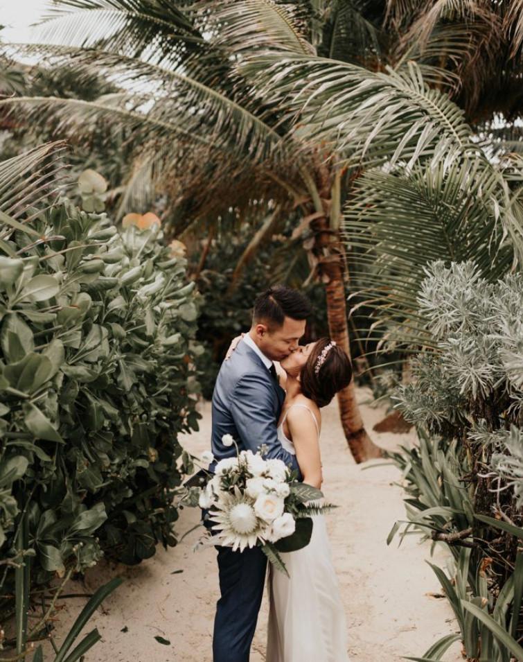wedding photograrhy bride beach
