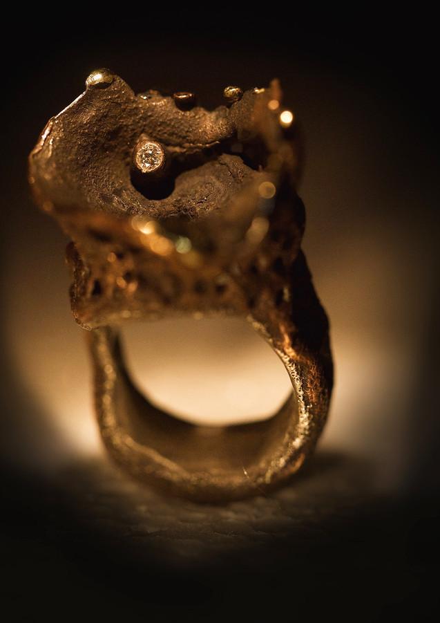 Anello in bronzo, ferro e diamante