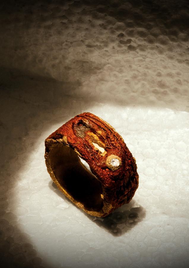 Anello in bronzo, argento e diamante