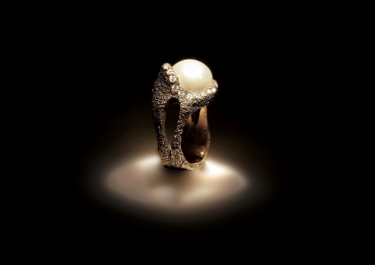 anello in oro, diamanti e perla