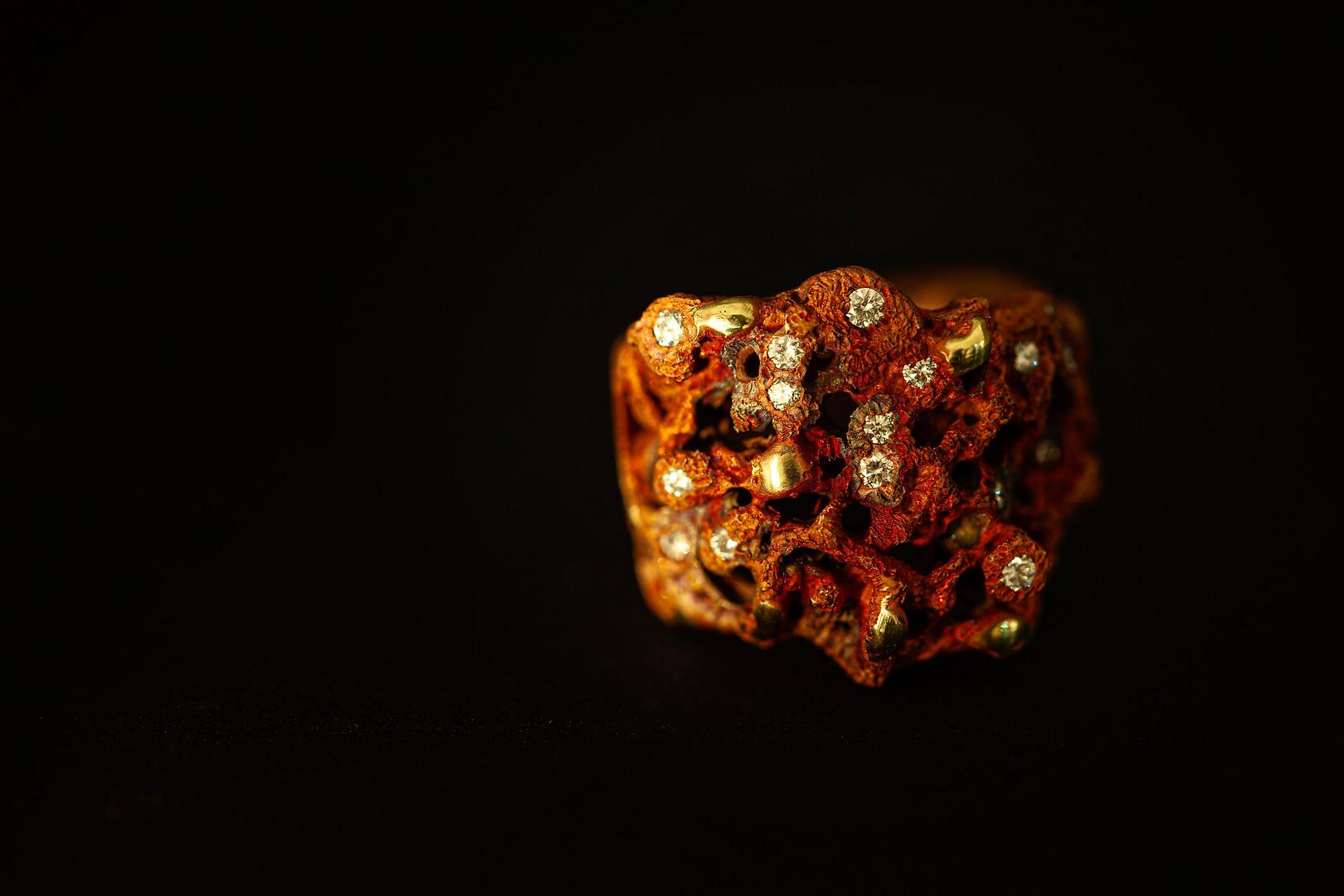 Anello in bronzo, argento e diamanti