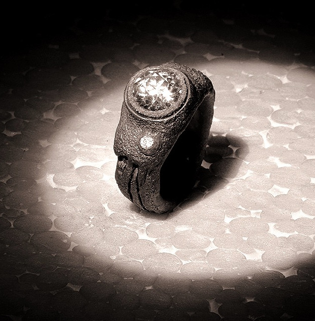 Anello in ferro-oro con diamanti