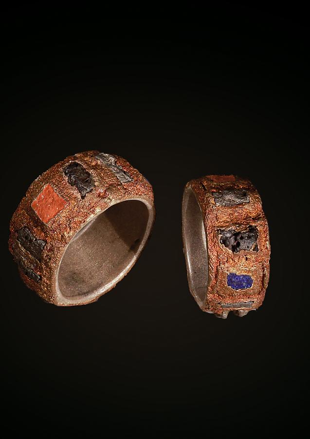Anelli in bronzo, argento, inclusioni