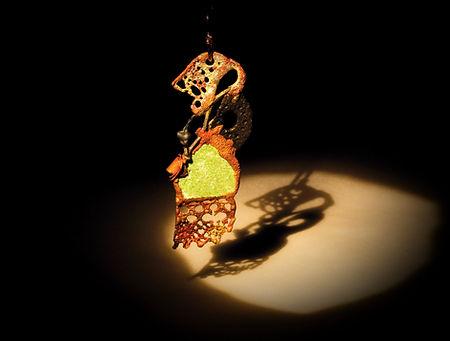 orecchini in bronzo, ferro e zoisite_edi