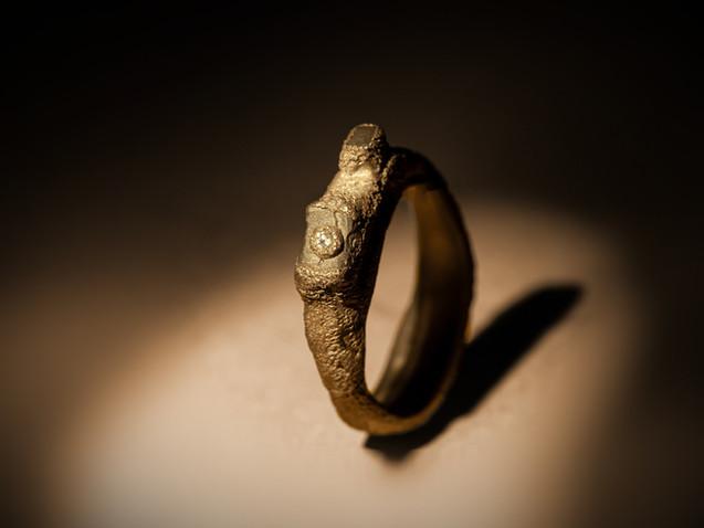 Anello in argento, ferro e diamante