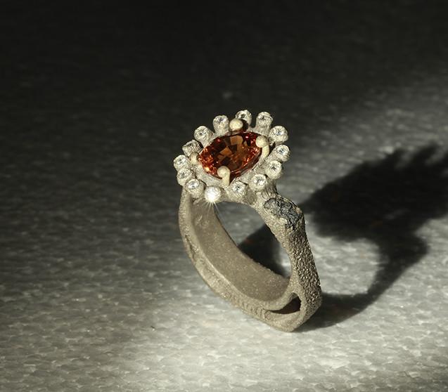 Anello in oro muto, diamanti e granato