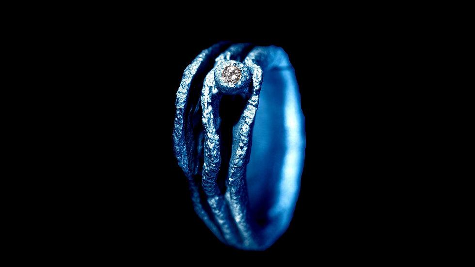 Anello in titanio blu e diamante