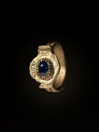 Anello in titanio, diamanti e zaffiro