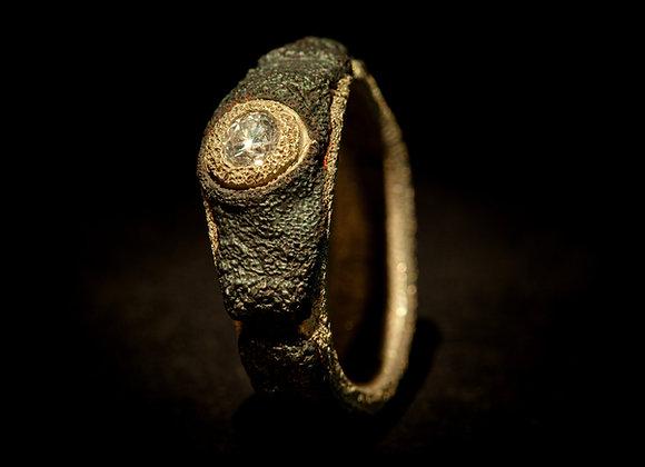 Anello in ferro, oro e diamante