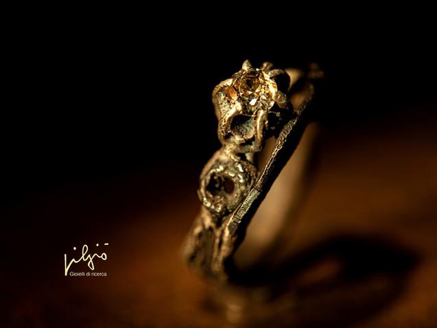 Anello in argento, ferro, oro e diamante