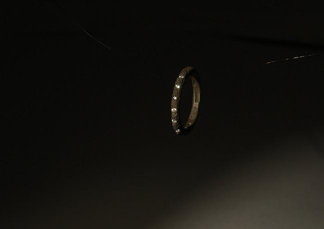 Fedina in oro muto e diamanti