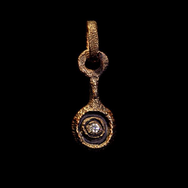 Ciondolo in oro muto e diamante