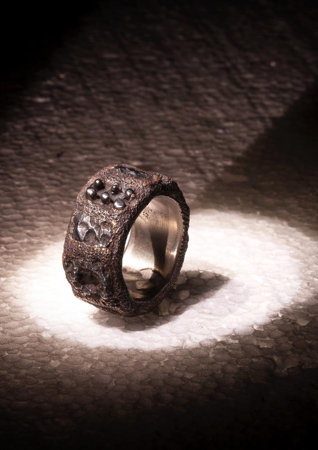 Anello in bronzo e scorie di ferro