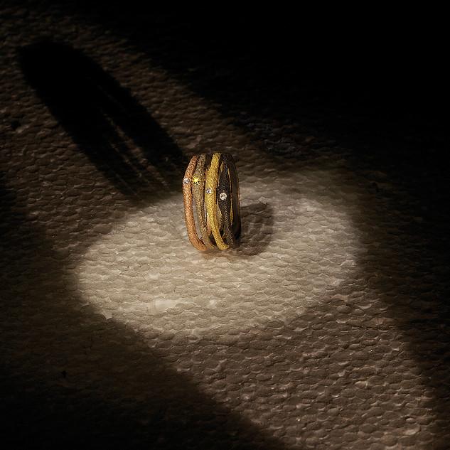 Fedine in oro muto e diamanti