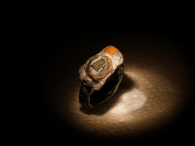 Anello in argento, ferro, mattone e rame