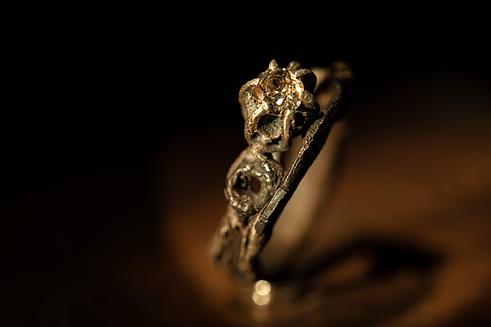 anello in argento con ferro e diamante. gioielli particolari a milano