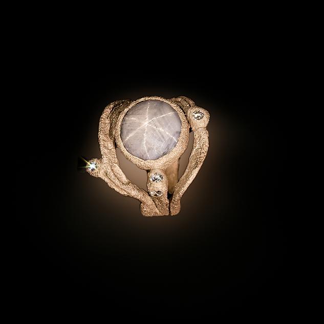 Anello in oro muto, diamanti e zaffiro stellato