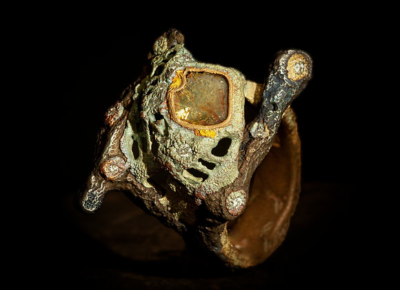 Anello in ferro oro e diamanti