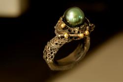 Anello in argento 925, ferro, oro e perla