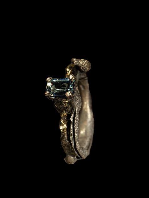 Anello in argento, ferro e oro e acquamarina