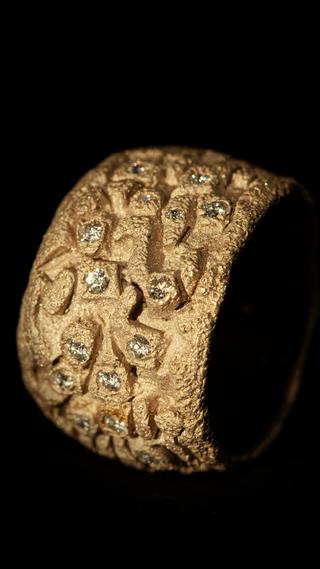 Anello in oro muto bianco e diamanti