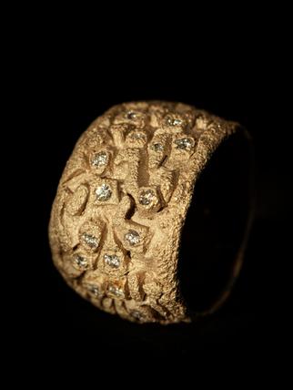 Anello in oro bianco muto e diamanti