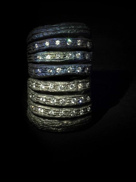 Anelli in titanio, oro e diamanti