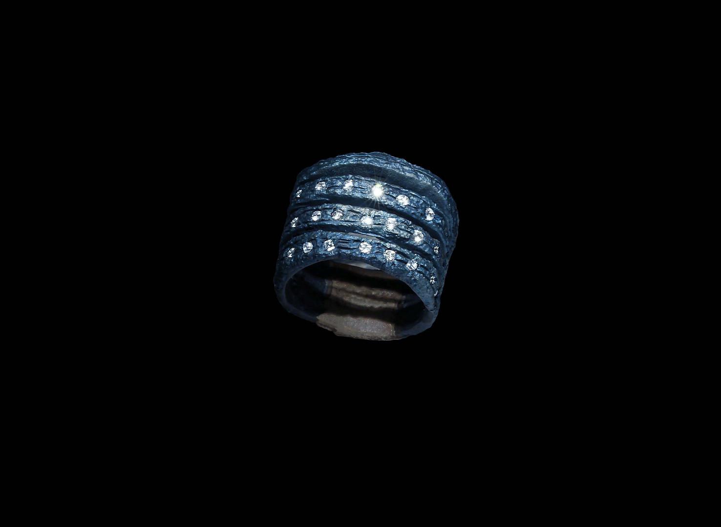 Anello in titanio, oro e diamanti