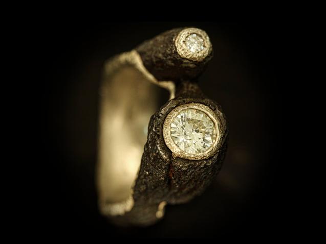 Anello in ferro, oro e diamanti