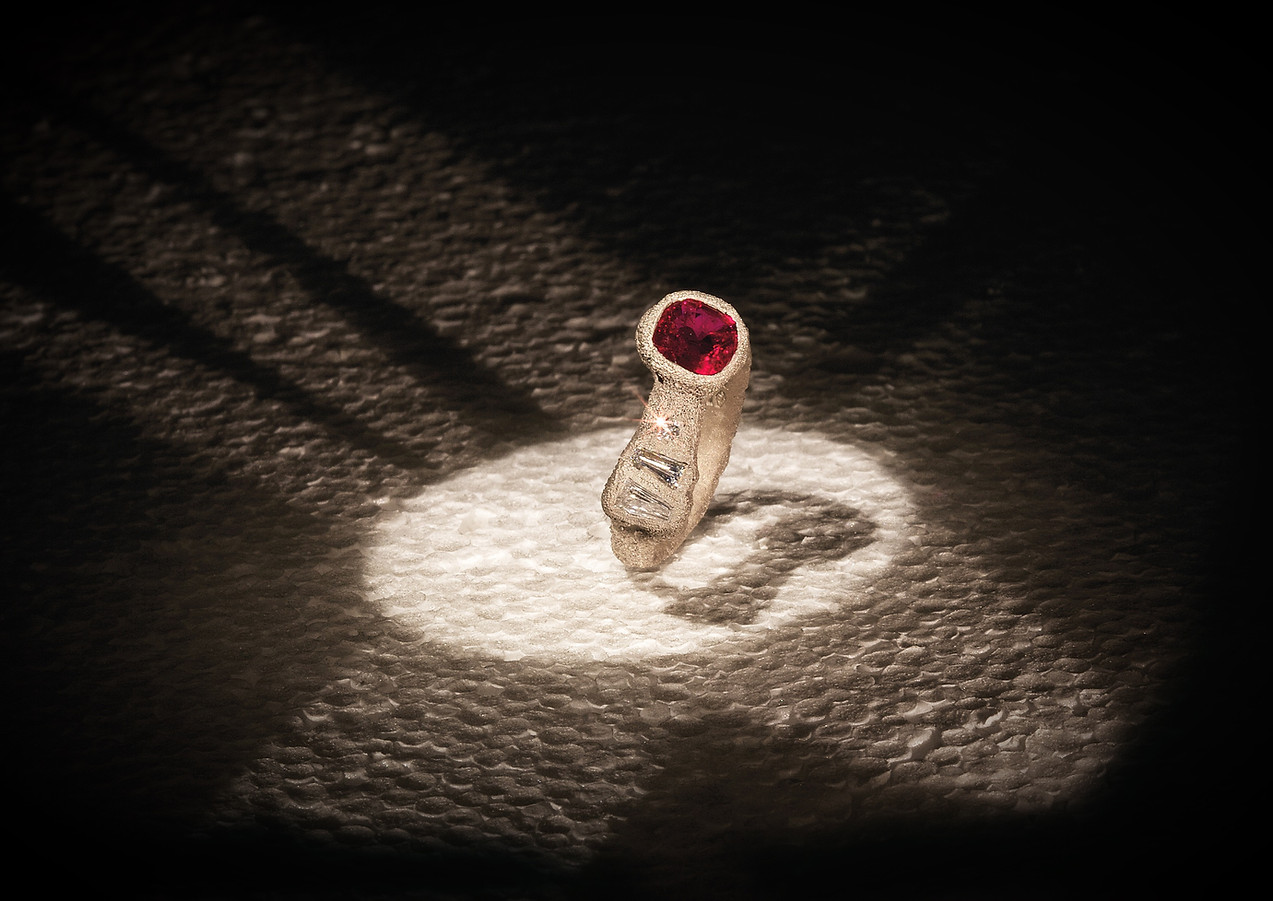 Anello oro muto, diamanti e rubino