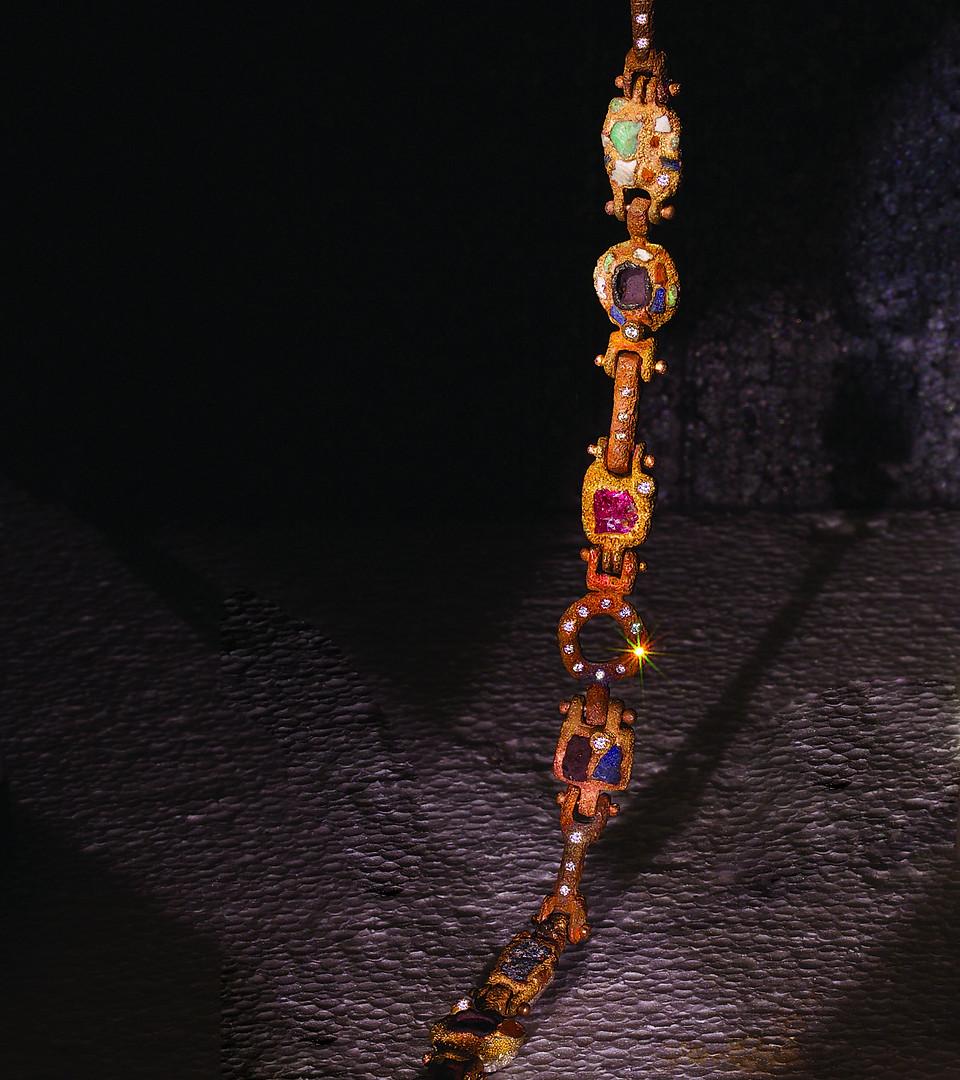 Bracciale in bronzo e inclusioni