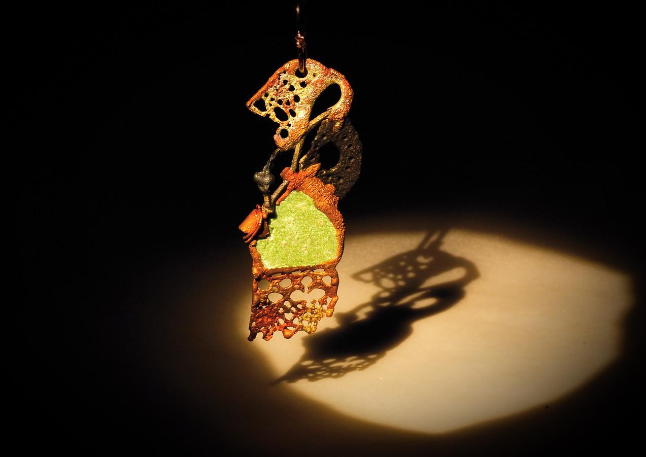 Orecchini in bronzo, ferro e zoisite