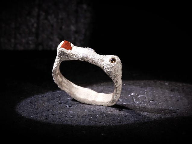 Anello in argento, diamante, ceramica e