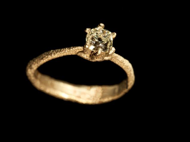 Solitario in oro e diamante