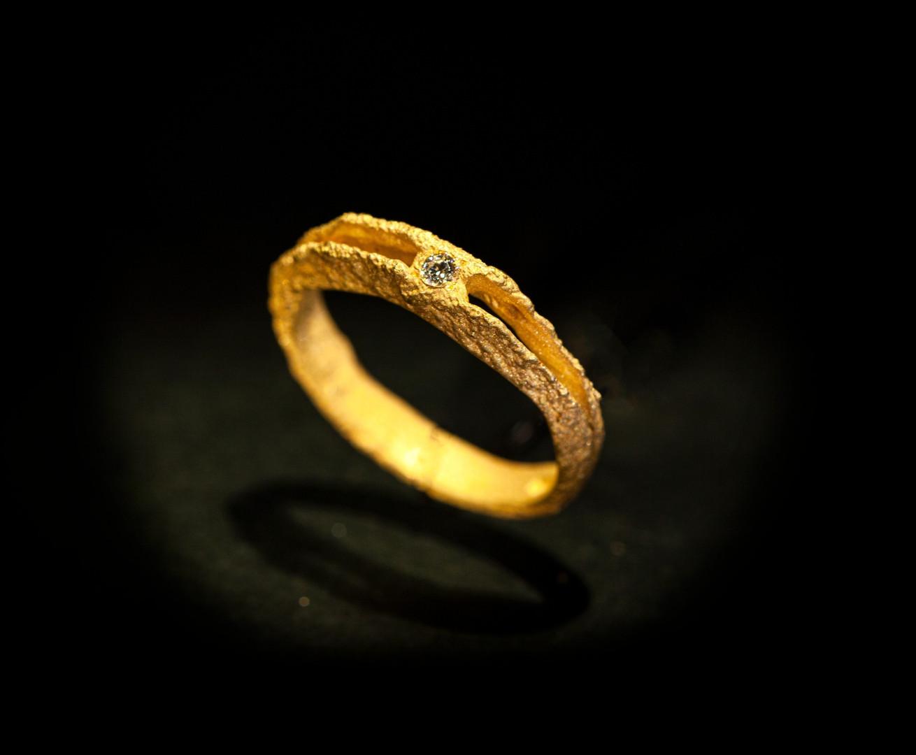 Fede in oro giallo muto e diamante