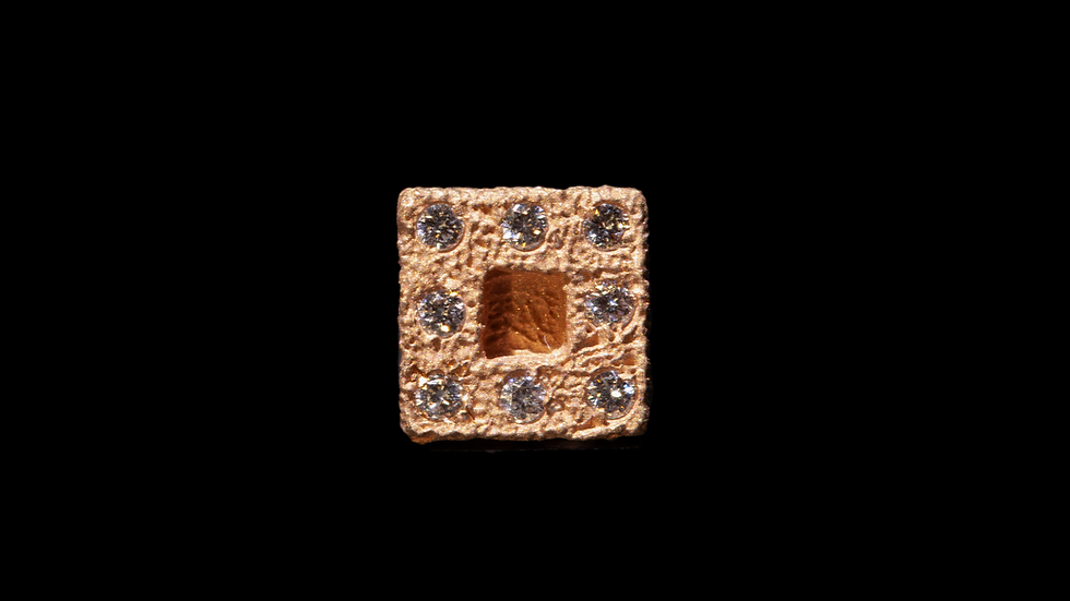 Orecchino in oro rosso e diamanti