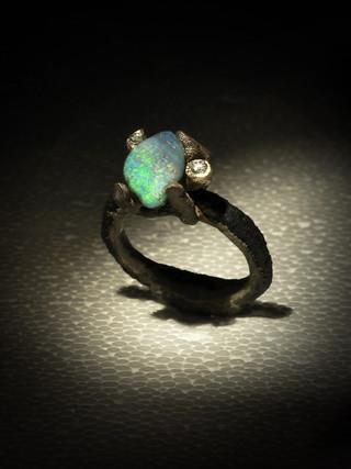 Anello in ferro-oro, diamante e opale