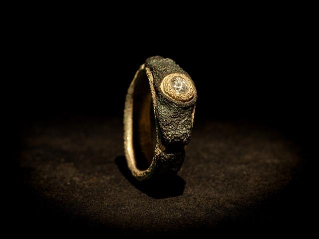 Anello solitario in ferro, oro e diamante