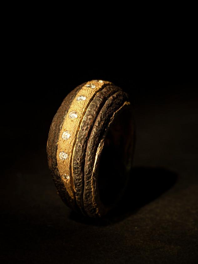 Anello ferro-oro e diamanti