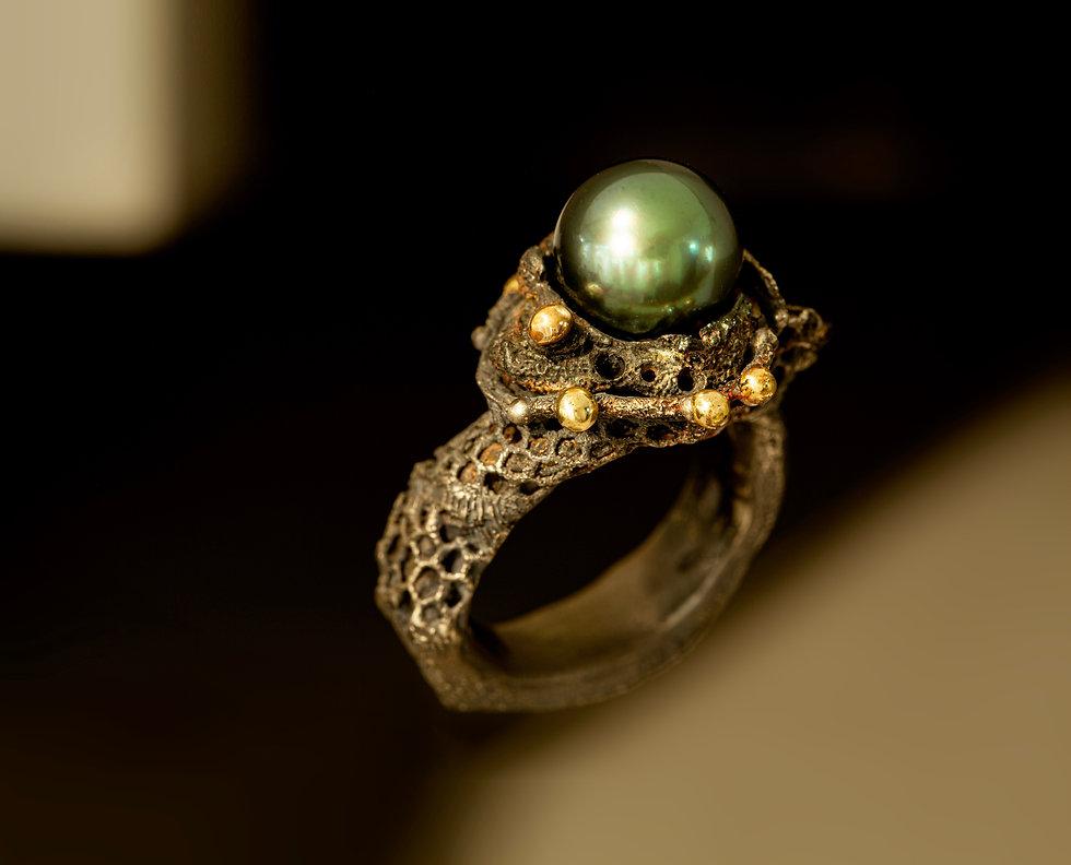 anello ferro argento oro e perla di Bran
