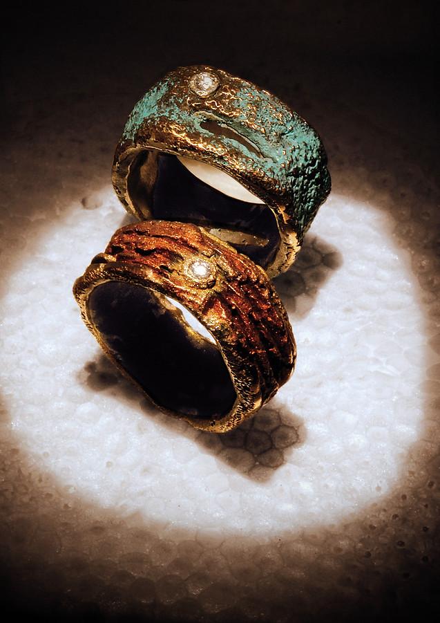 Anelli in bronzo e diamanti