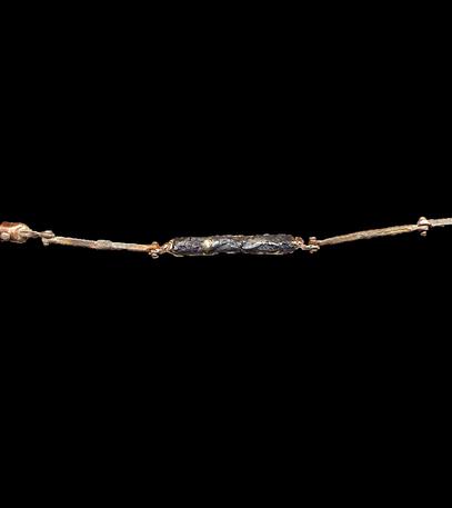 bracciale in oro e scoria di ferro