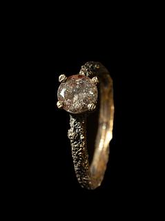 Anello in oro muto e diamante