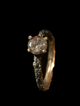 Dumb gold and diamond ring